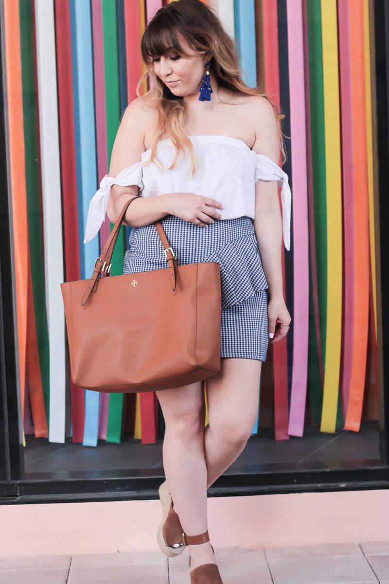 Miami fashion blogger Stephanie Pernas styling a Tory Burch York Buckle tote