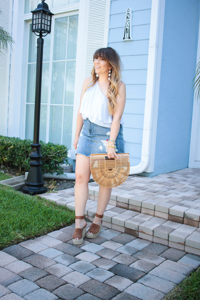 Miami fashion blogger Stephanie Pernas wearing a cute jean skirt outfit for spring