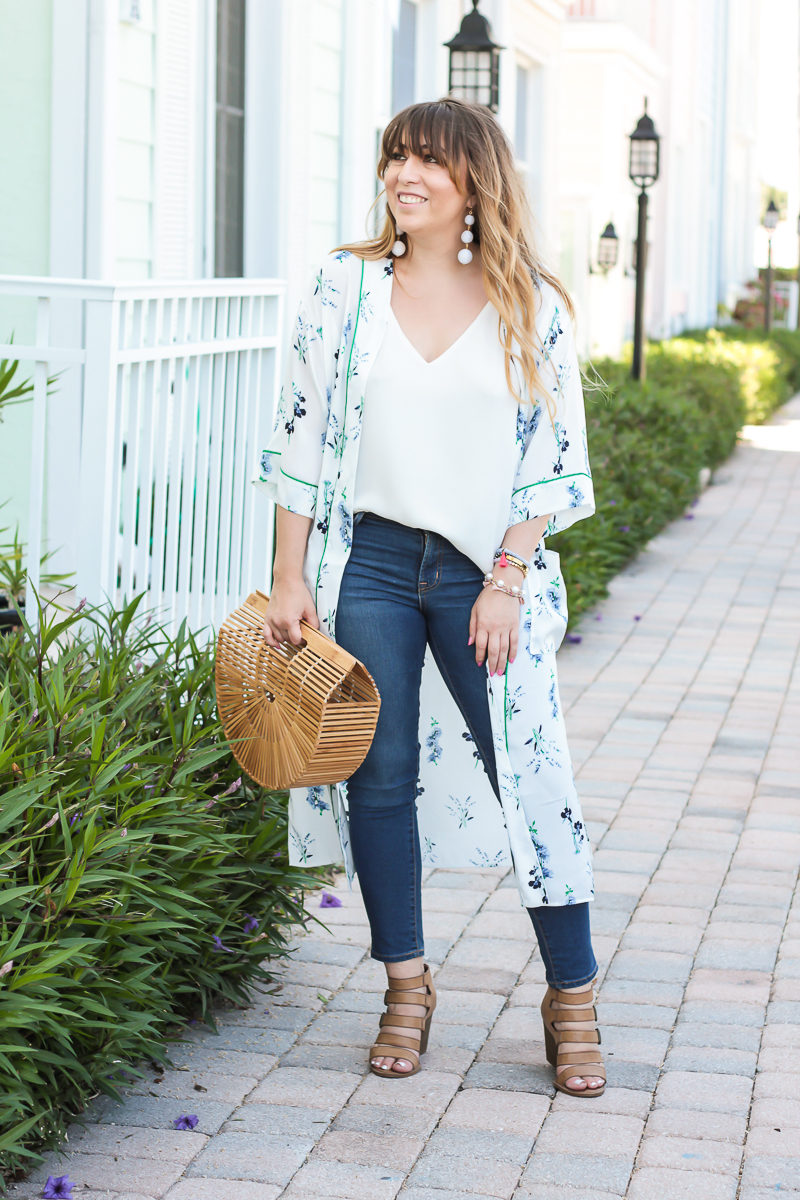 Miami fashion blogger Stephanie Pernas wearing a casual kimono and jeans outfit for spring