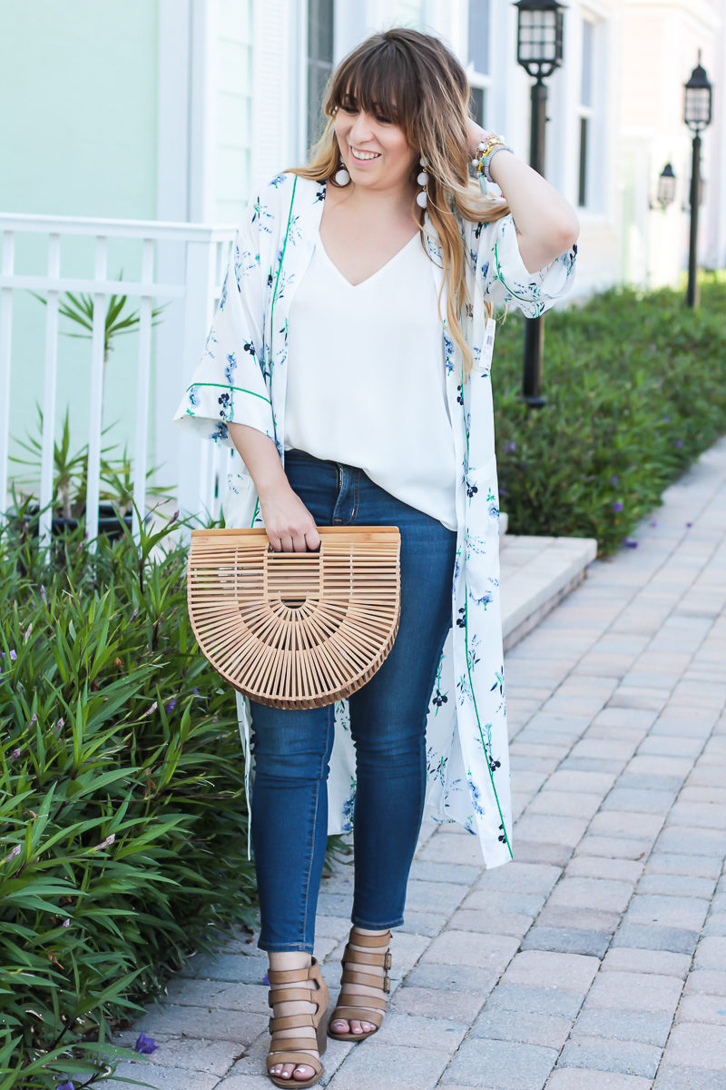 Fashion blogger Stephanie Pernas wearing a casual kimono outfit