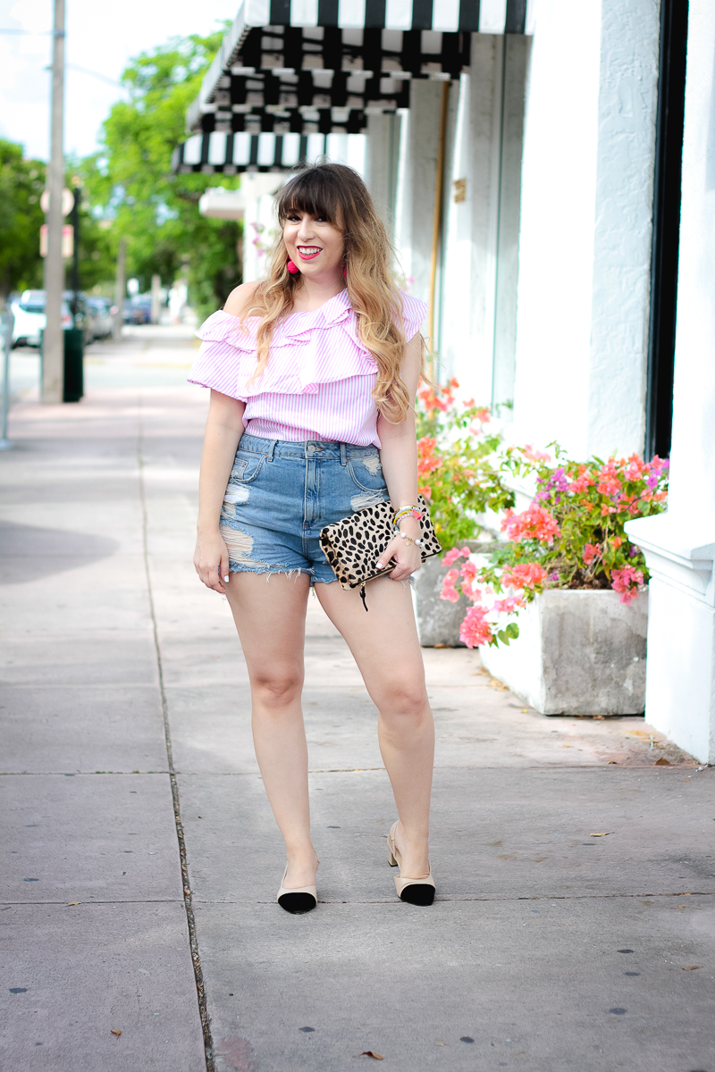 Summer jean shorts outfit idea