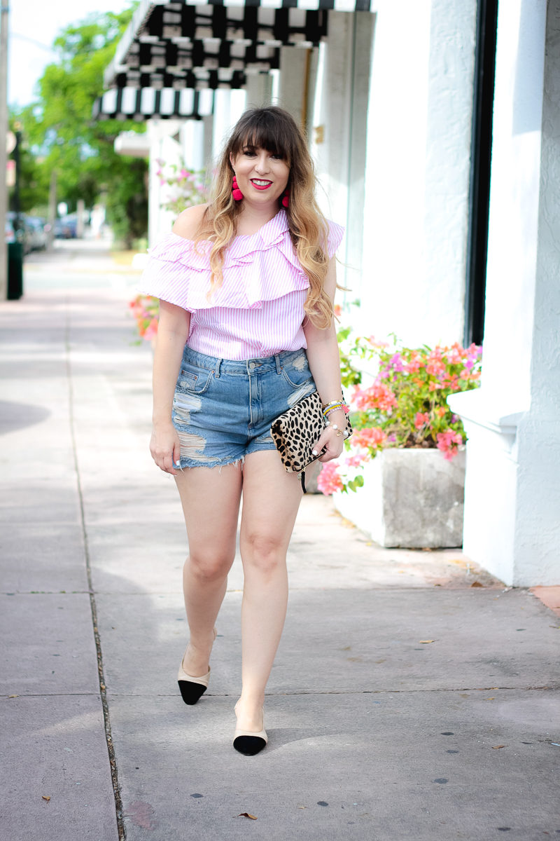 Miami fashion blogger Stephanie Pernas wearing high waisted jean shorts and a one shoulder ruffle top for summer