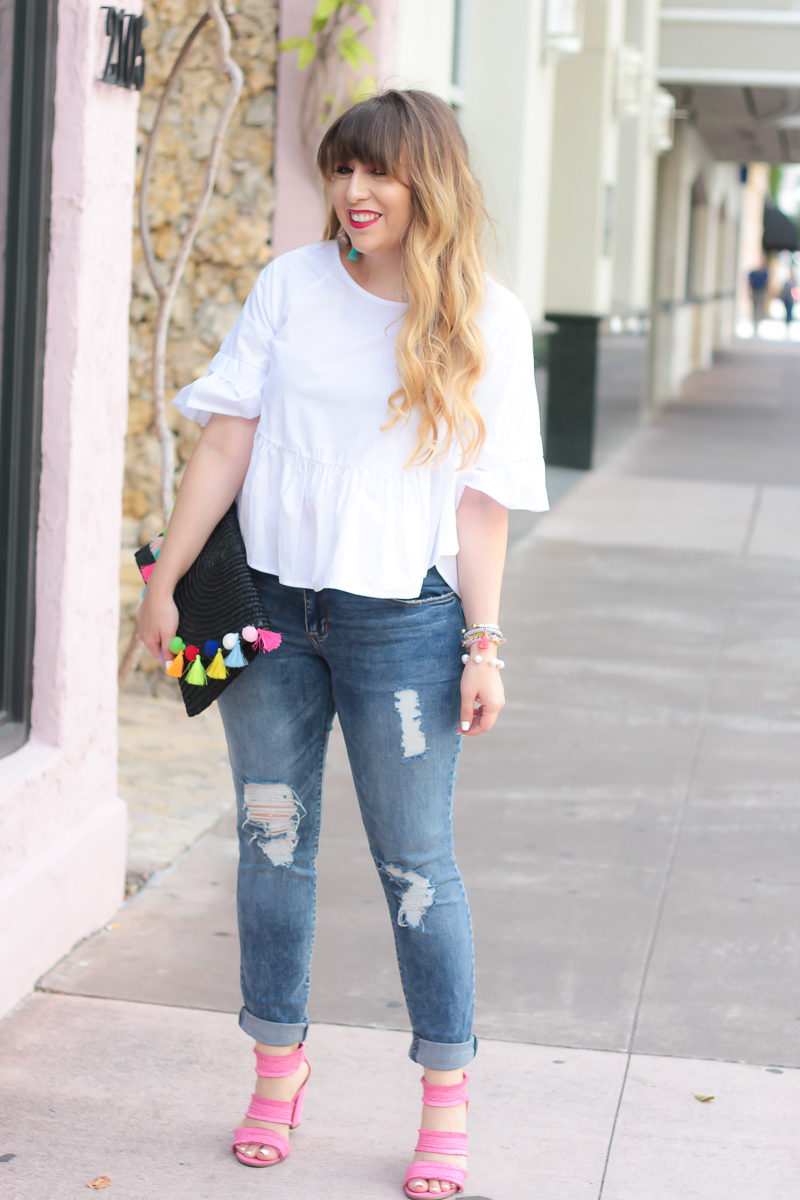 Miami fashion blogger Stephanie Pernas wearing a cute summer jeans outfit idea