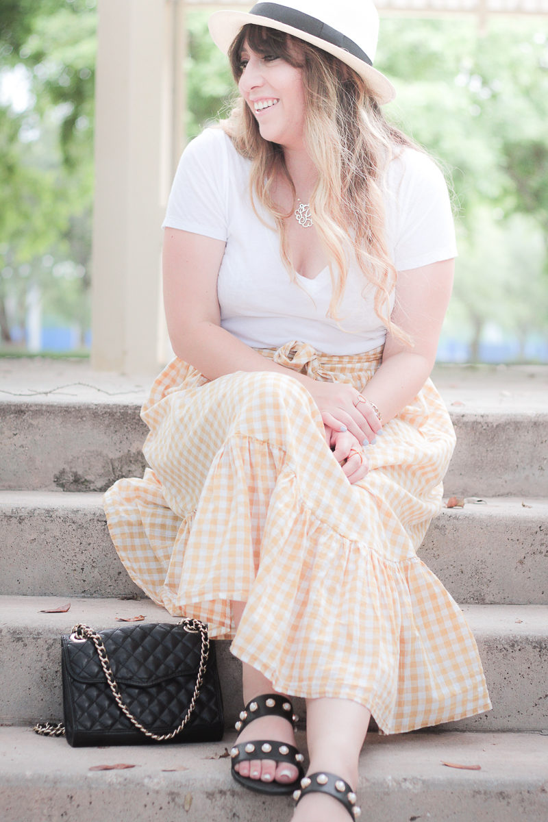 Cute gingham skirt outfit idea