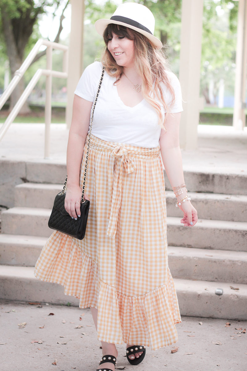 Casual gingham summer outfit idea