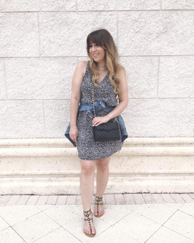 Miami fashion blogger Stephanie Pernas wearing an Old Navy sleeveless shift dress
