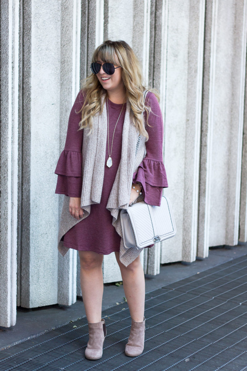 Casual t shirt dress outfit idea for fall