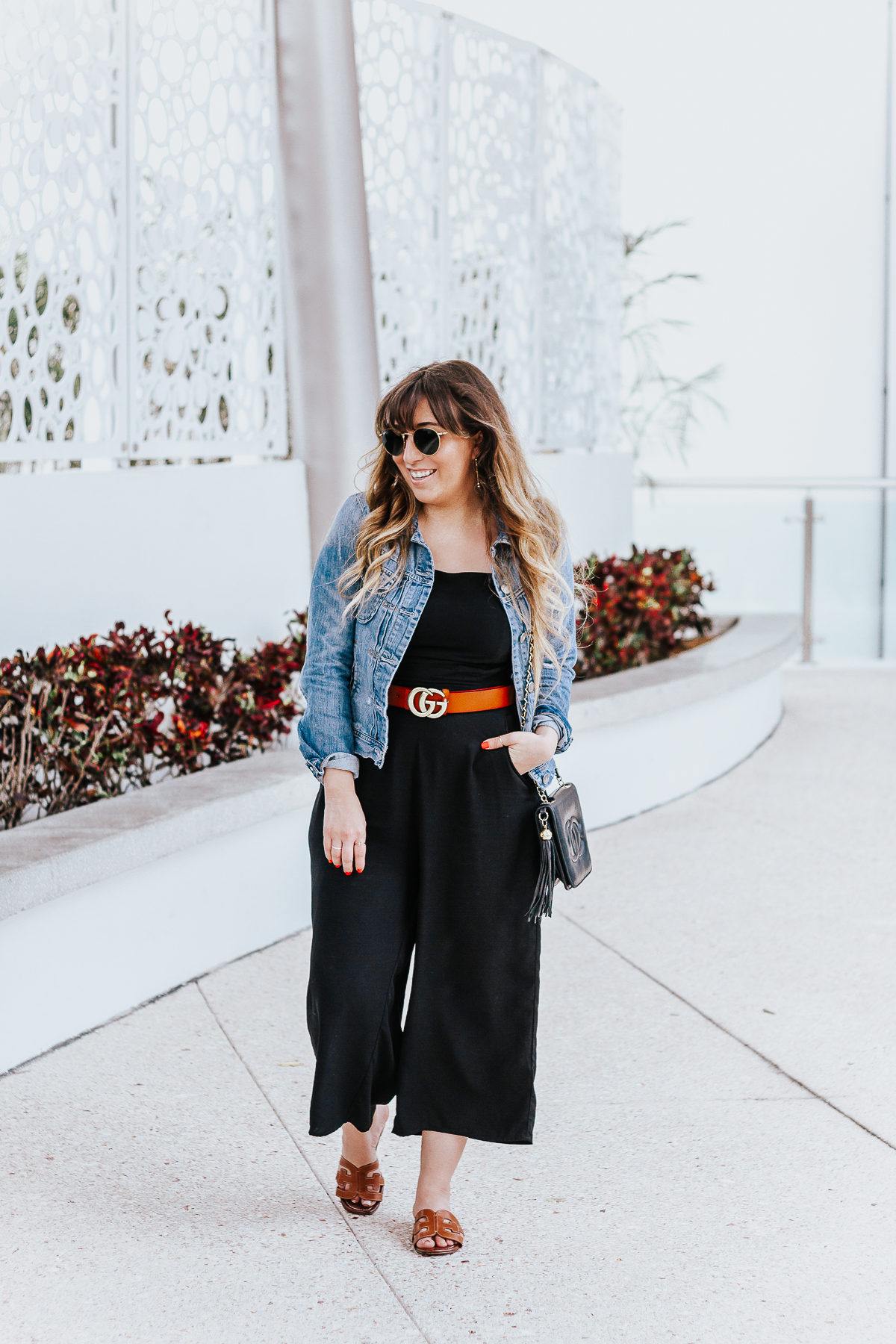 Black culotte jumpsuit outfit for spring-10
