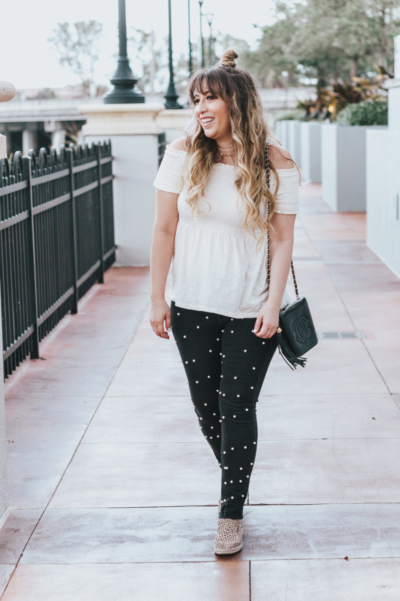 Off the shoulder top + black pearl jeans outfit for spring-2