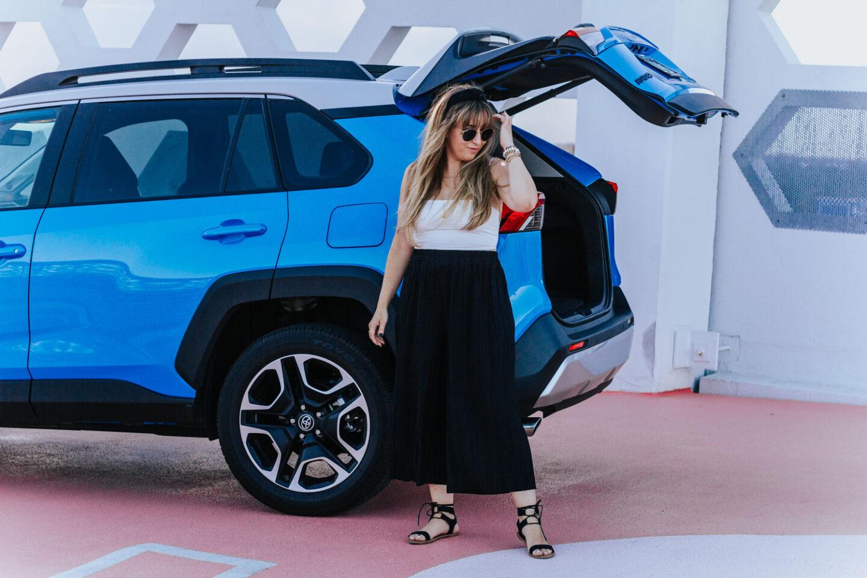2019-Toyota-RAV4-16