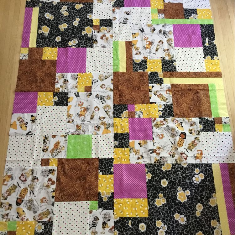 """Throw sized communique quilt top found on <a href=""""https://www.pinterest.com/pin/157063105741749858/activity/tried"""">Pinterest.</a>"""