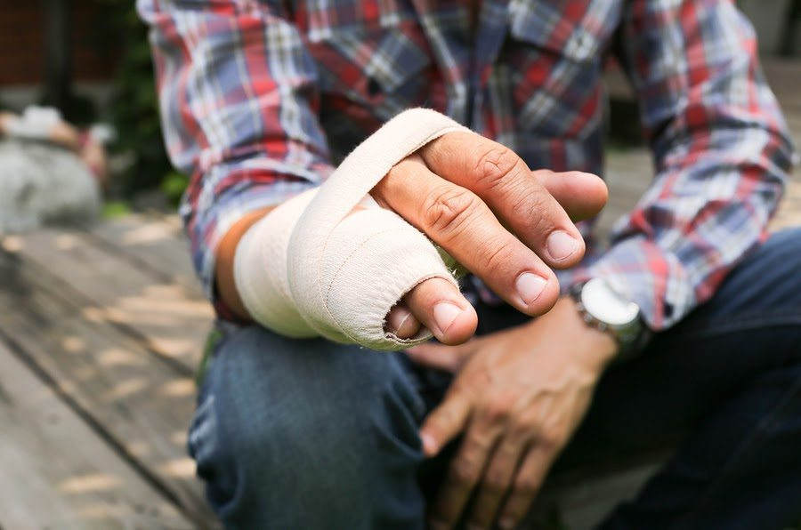 Determining Settlements for Broken Bones After a Texas Car