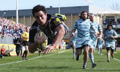 Francois Louw takes a dive to score Bath's late match-winning try against Leicester.