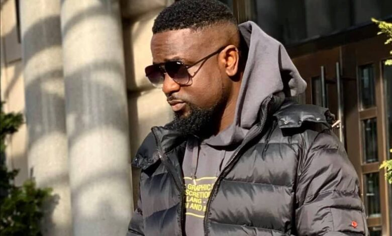 Watch! Sarkodie Unboxing His BET Award For Best International Flow
