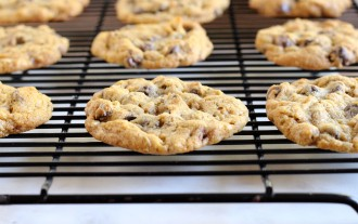 Chocolate Chip Oatmeal Cookies