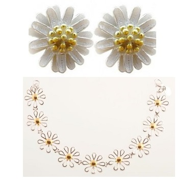 Diary Prize - daisy-stud-earrings and necklace