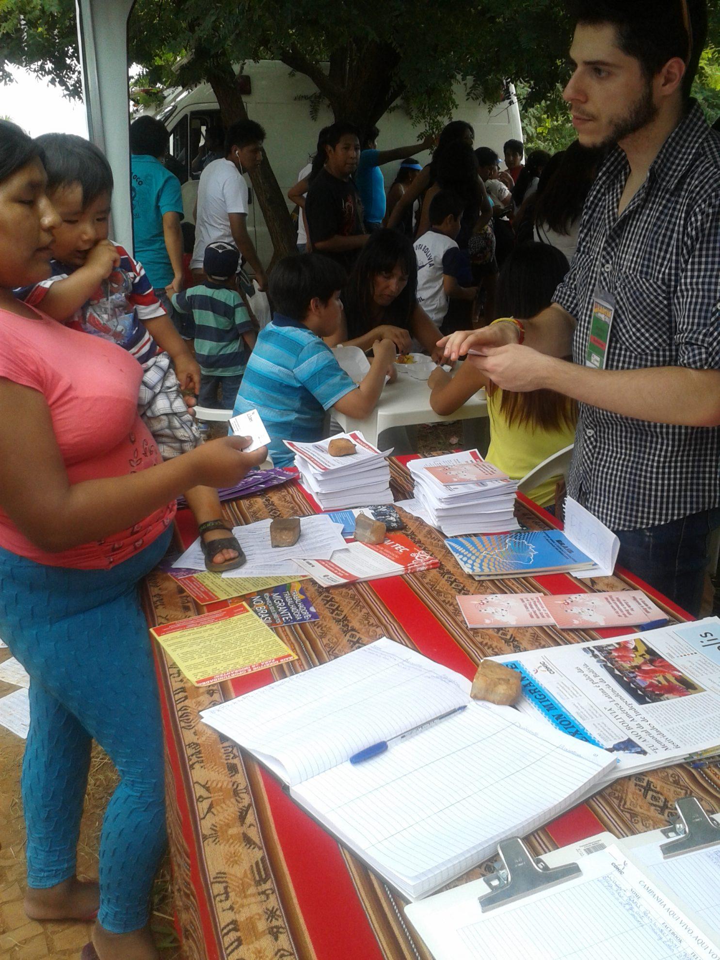 Campanha Aqui Vivo, Aqui Voto também marcou presença na Alasitas. Crédito: Rodrigo Borges Delfim