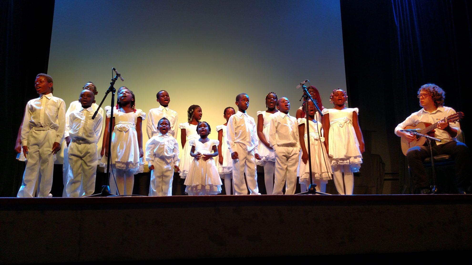 Coral Coração Jolie, formado por crianças refugiadas, abriu com chave de ouro o Festival do Minuto. Crédito: Rodrigo Borges Delfim/MigraMundo