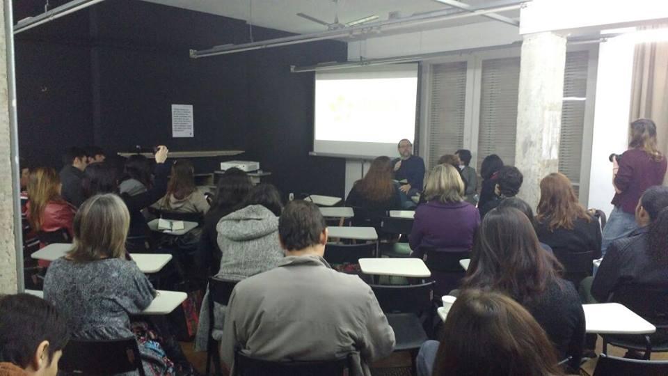 Salão da Escola da Cidade ficou lotado para a apresentação do relatório e demais reflexões sobre migrações e refúgio. Crédito: Divulgação/Adus