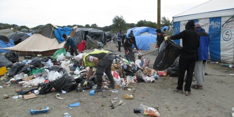 Campo de Calais enfrenta condições insalubres e precárias. Crédito: MSF-UK
