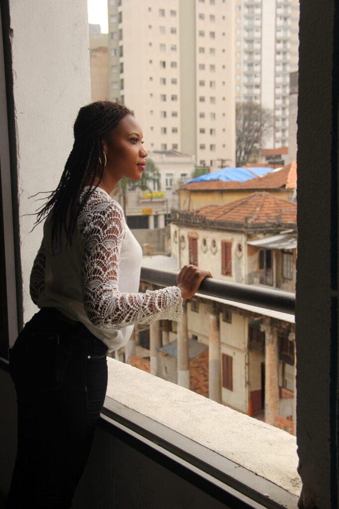 Além de buscar um futuro melhor, Lauren se mobiliza contra o racismo e contra xenofobia. Crédito: Eva Bella/MigraMundo