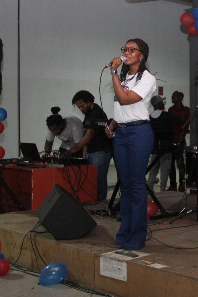 Lauren é integrante da USIH (União Social dos Imigrantes Haitianos), que busca facilitar a integração dos haitianos no Brasil. Crédito: Eva Bella/MigraMundo
