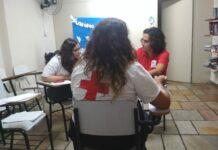 Equipe de Restabelecimento de Laços Familiares da Cruz Vermelha se prepara para atendimento em centro de acolhida para imigrantes, em São Paulo