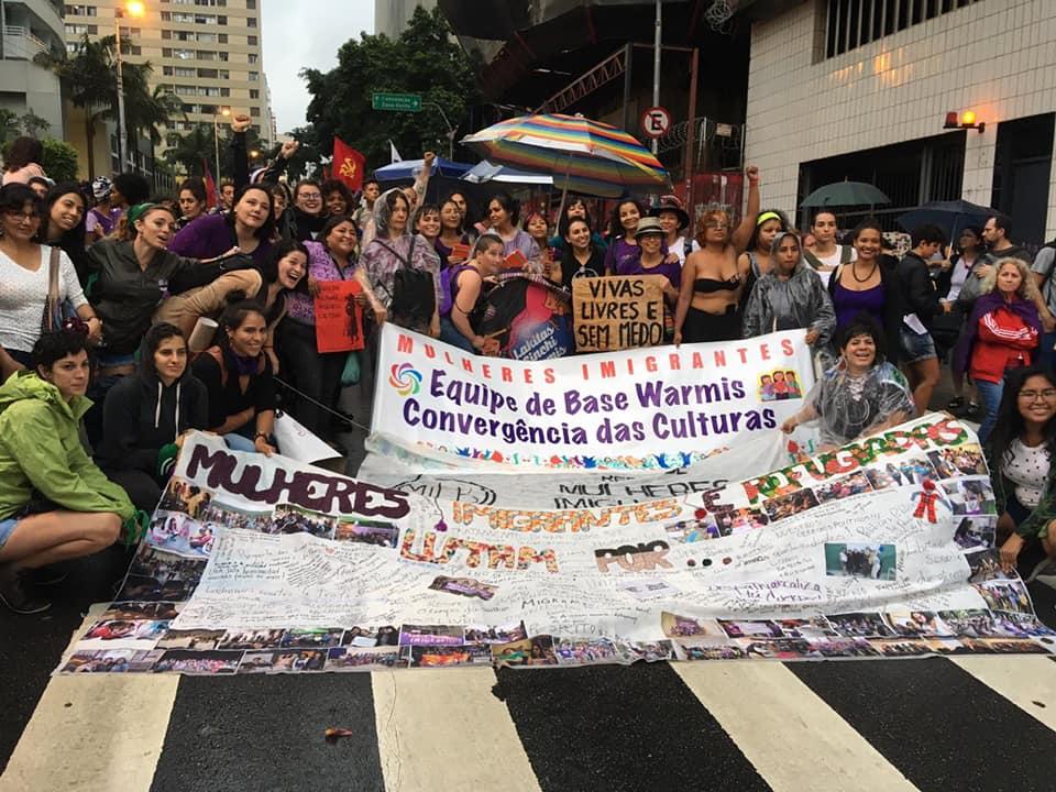 Mulheres migrantes participam de ato durante o 8 de Março na avenida Paulista