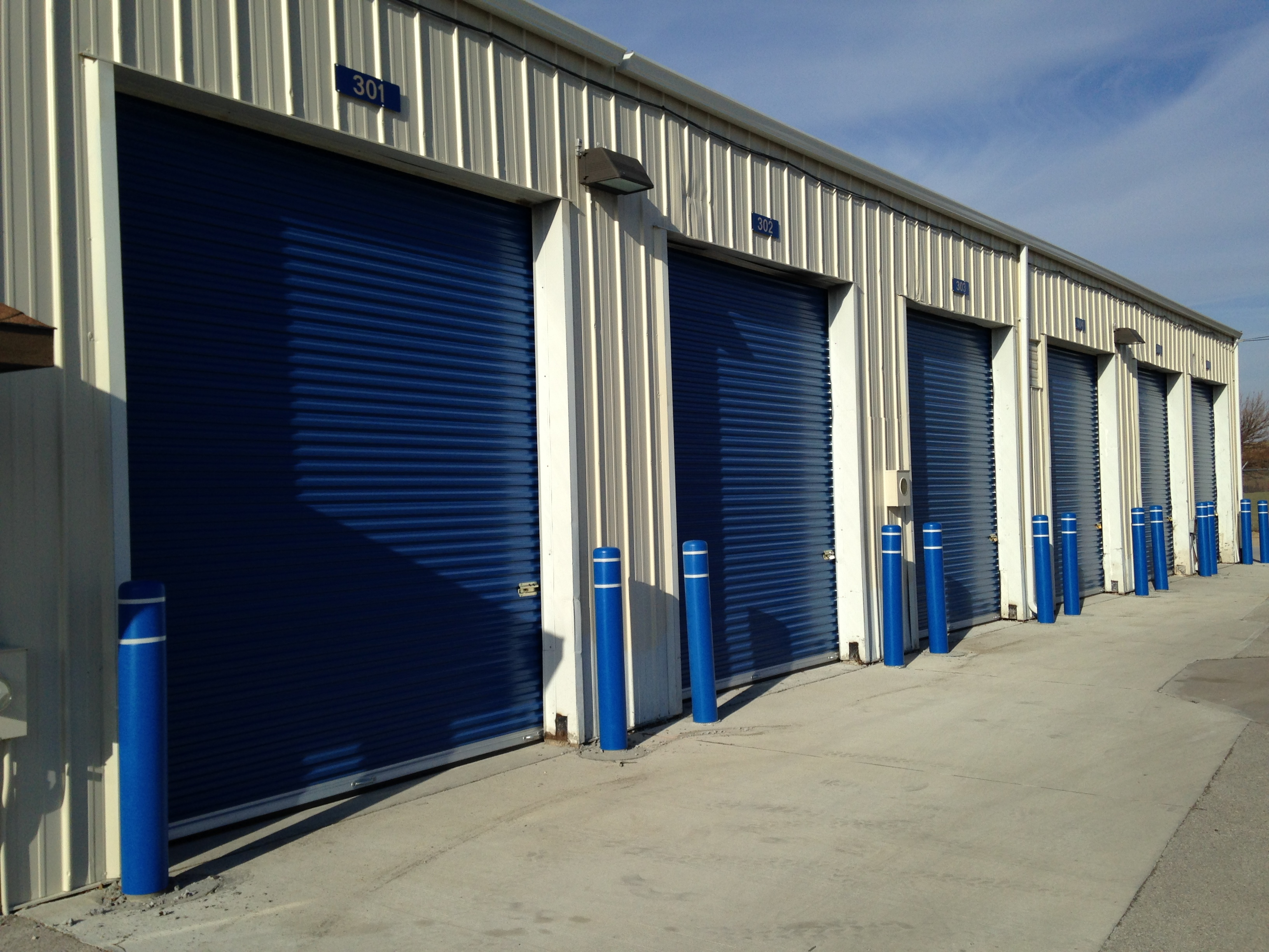Brand new high bay 10' x 12' steel storage access doors. Fantastic drive up access! Interior lighting is included.