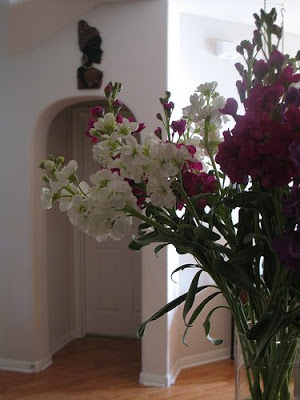 the flowers and the arch at the kitchen room
