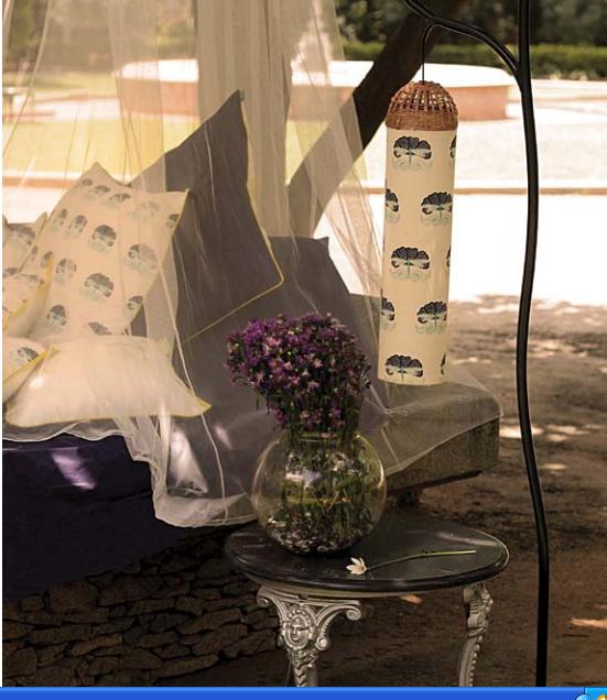 olie flowers table
