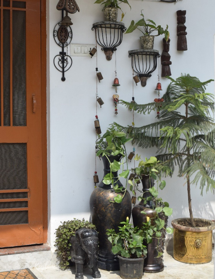 Home decor Tour by Ankita and Sitanshu's in Lucknow - the green outdoor space with vintage goods