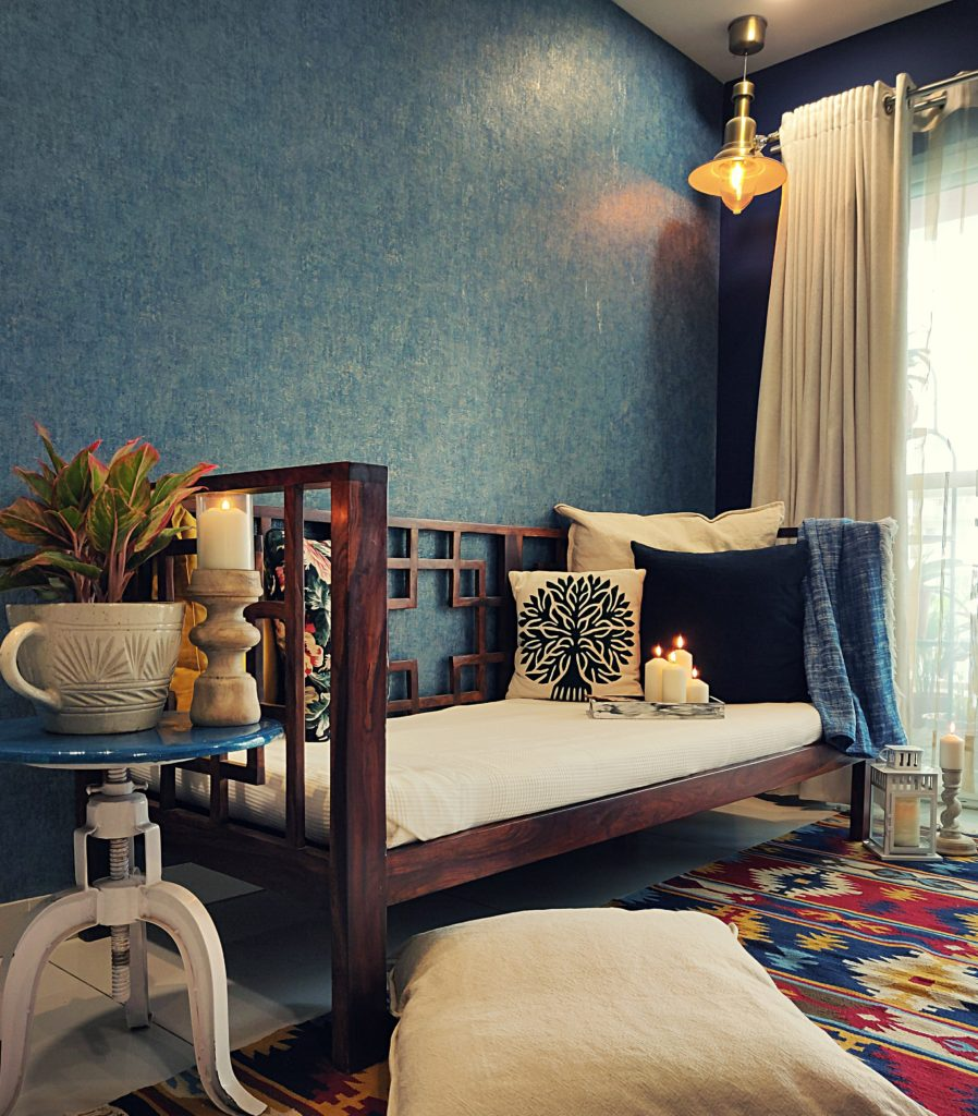 Home style Tour with Rajni in Hyderabad: the room is filled with cushions, nice warm light in the form of floor lamp or a pendant lamp and adding green plants