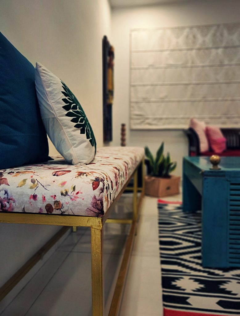 Home style Tour with Rajni in Hyderabad: The sitting area has two single seater sofas, a teal table, long bench and green plants