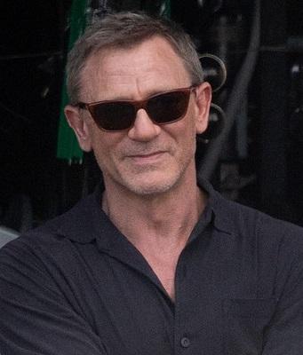 Daniel-Craig-Bond-25-Shirt-Collar.jpg