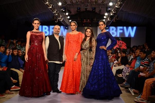 Rimple & Harpreet Narula at Gionee India Beach Fashion Week 2015