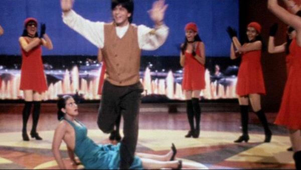 Raj Drops Simran Scene In DilwaleDulhania Le Jayenge