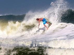 kai delorenzo surfing