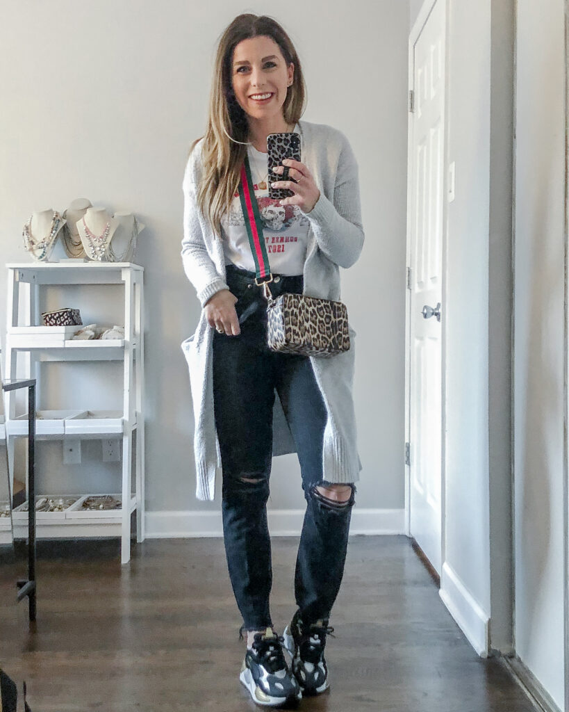 Casual for the Weekend Graphic Tee Outfit