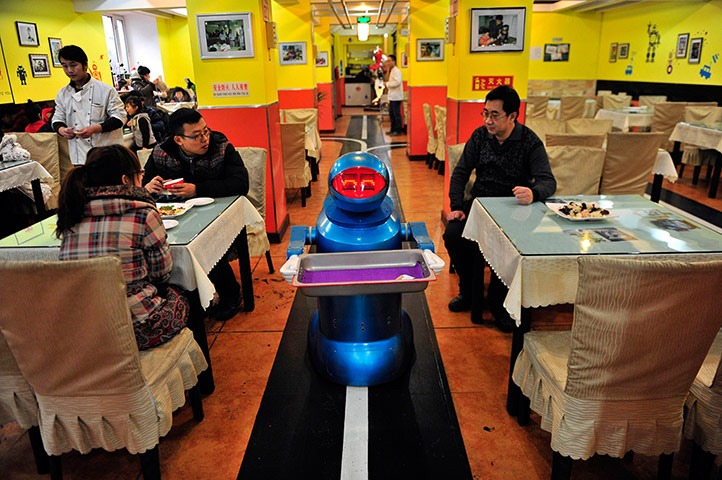 World's First Robot Restaurant Open in China