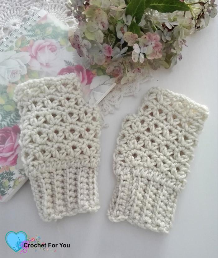 Victoria's Winter Fingerless Gloves - free crochet pattern