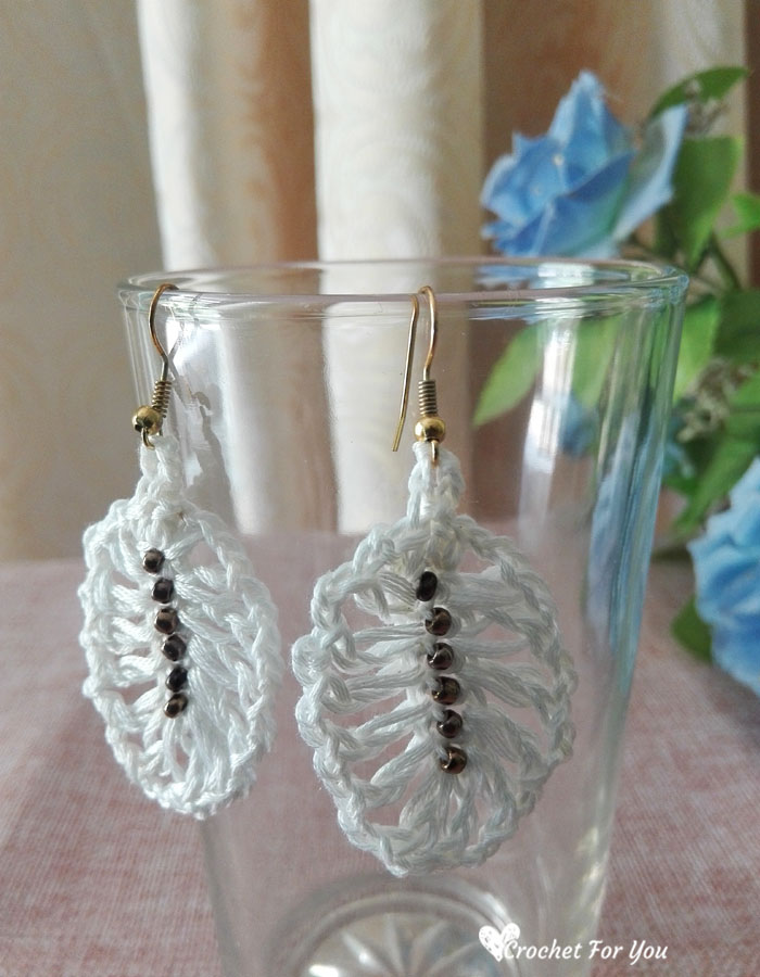 Crochet Feather Earrings - free pattern