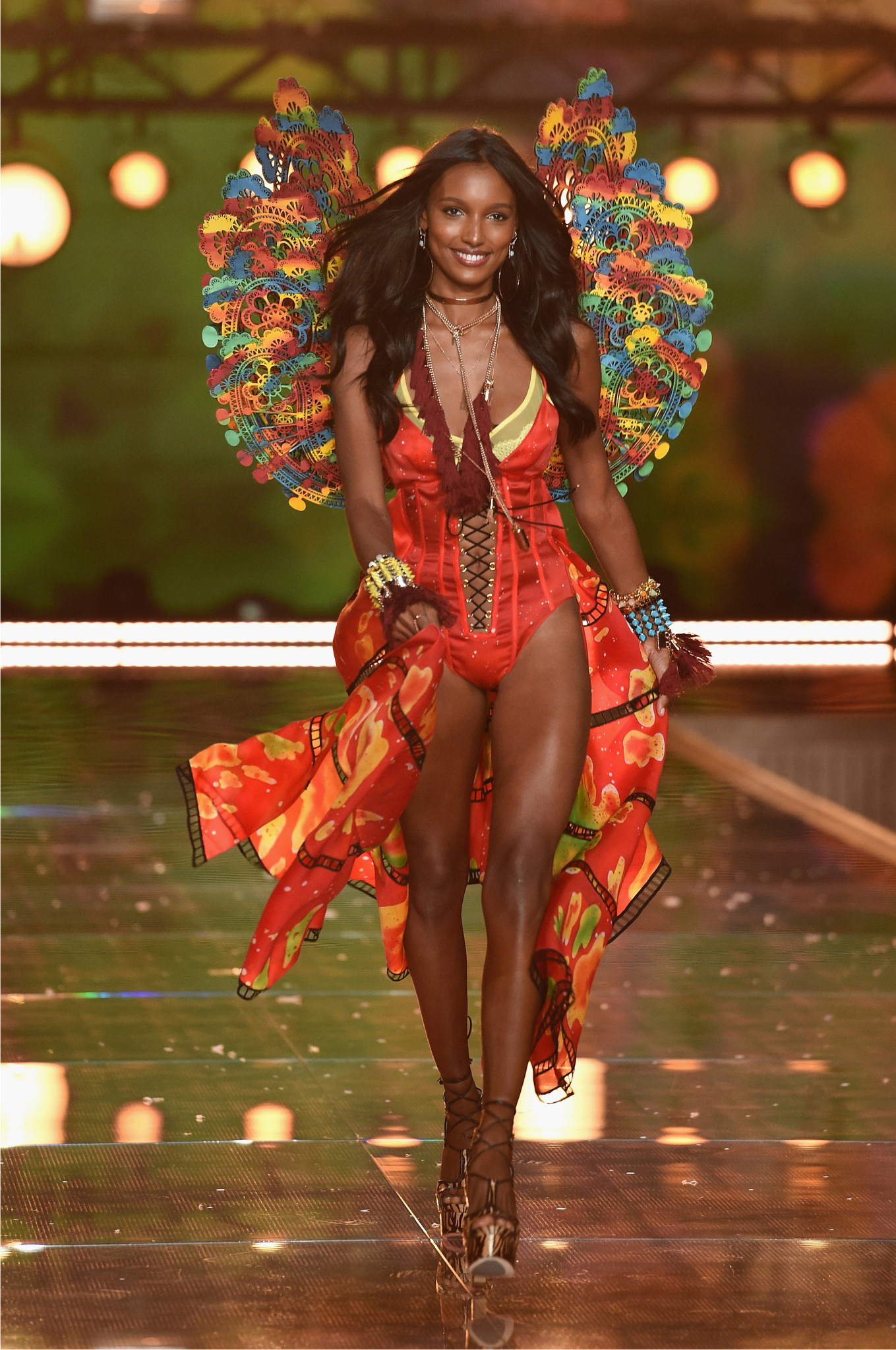 fashion-show-runway-2015-boho-psychadelic-jasmine-look-3-victorias-secret-hi-res