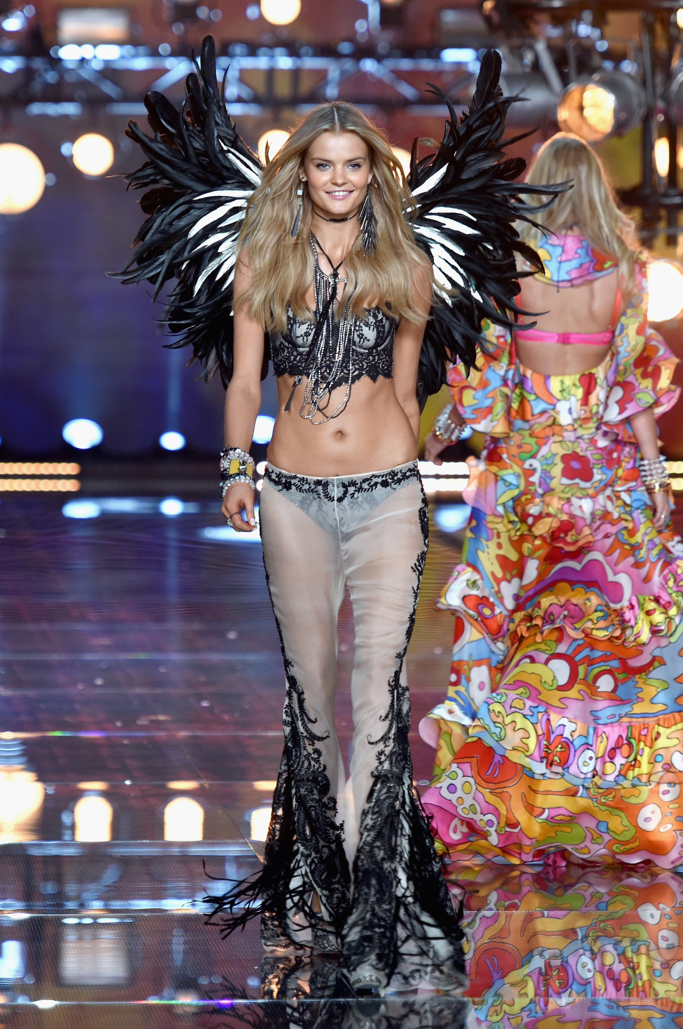 fashion-show-runway-2015-boho-psychadelic-kate-look-14-victorias-secret-hi-res