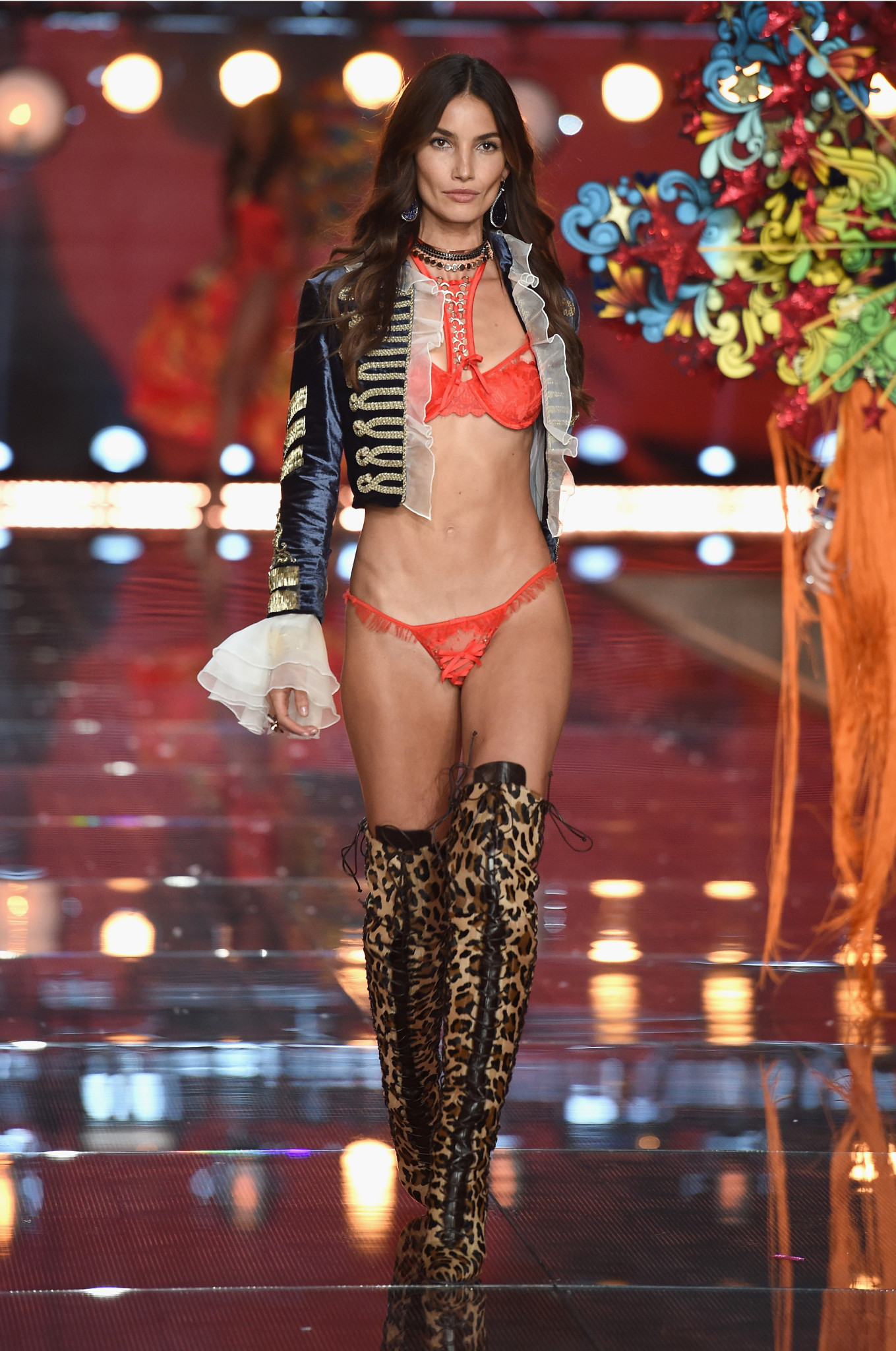 fashion-show-runway-2015-boho-psychadelic-lily-look-2-victorias-secret-hi-res