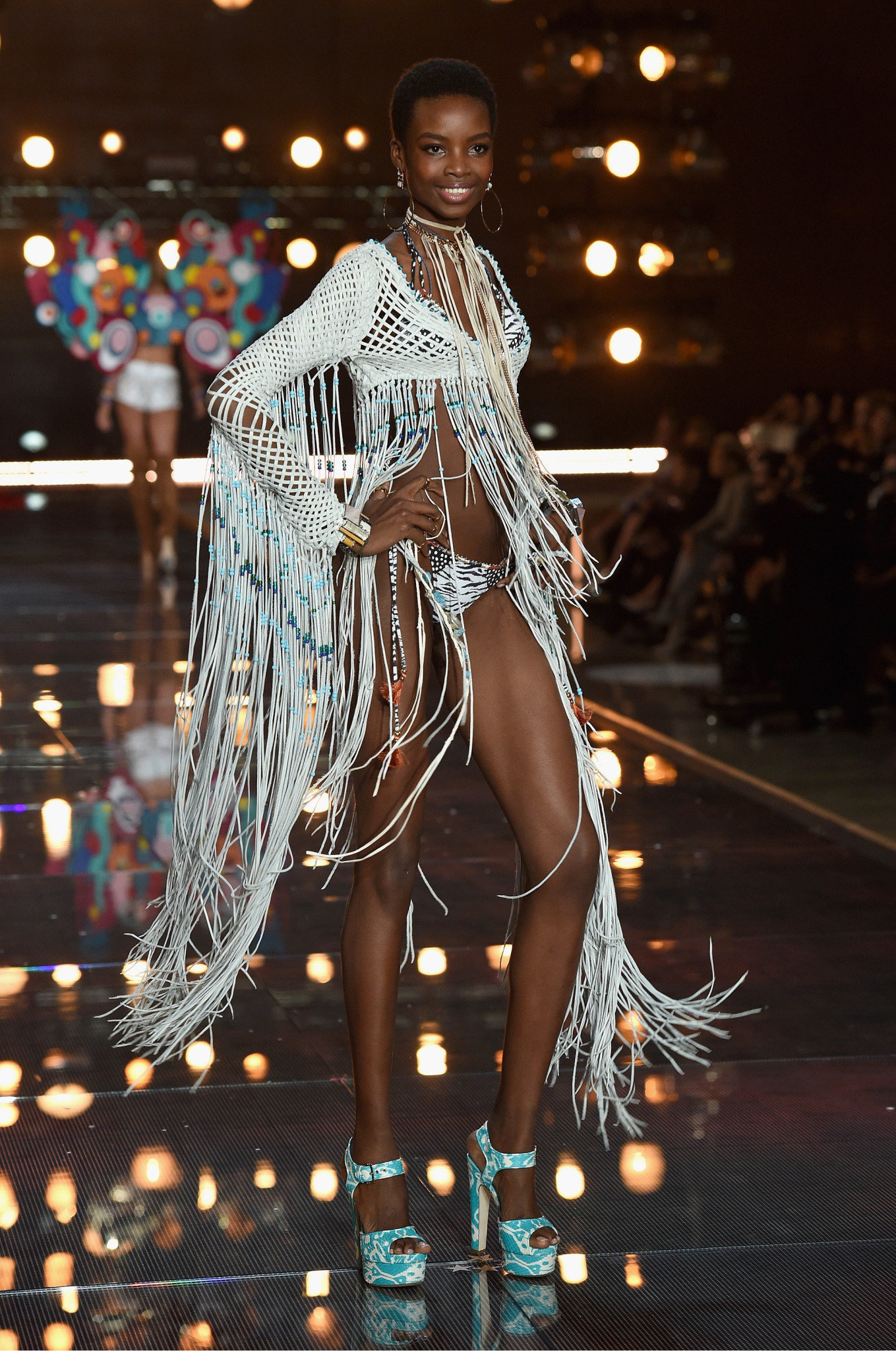 fashion-show-runway-2015-boho-psychadelic-maria-look-10-victorias-secret-hi-res