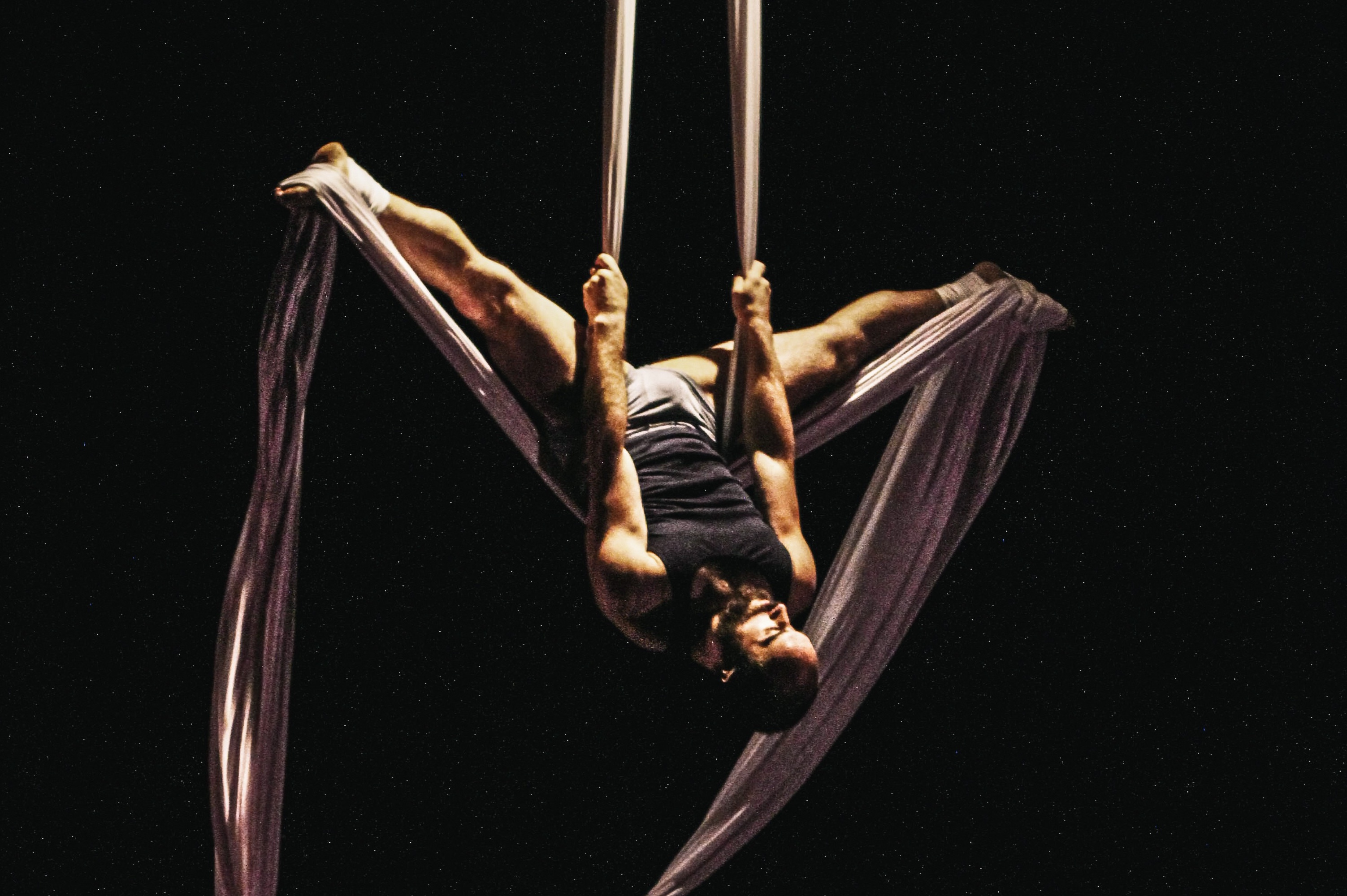 Love and Gravity. Cooper Stanton. Photo by Julia Nardin. Image courtesy of Acrobatic Conundrum.