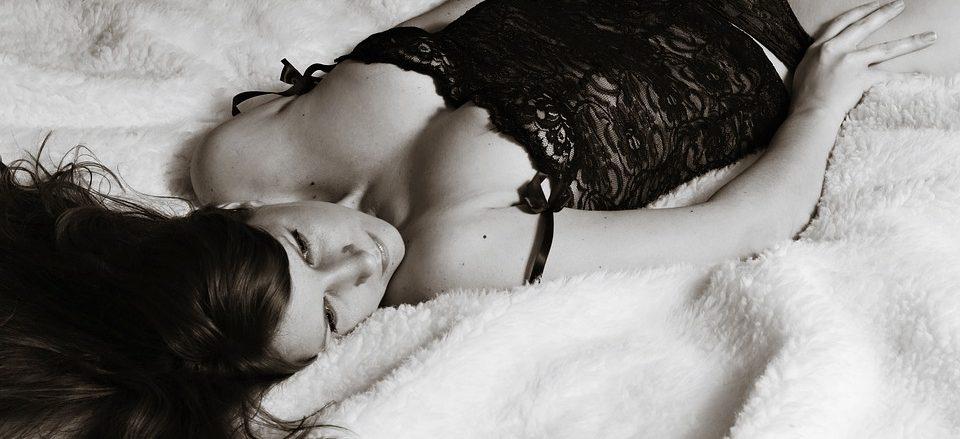Posturas sexuales del Kamasutra con ella arriba - sexologos online