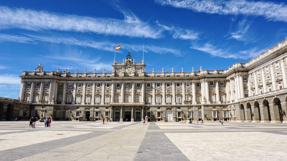 Vista para a fachada do Palácio Real de Madri