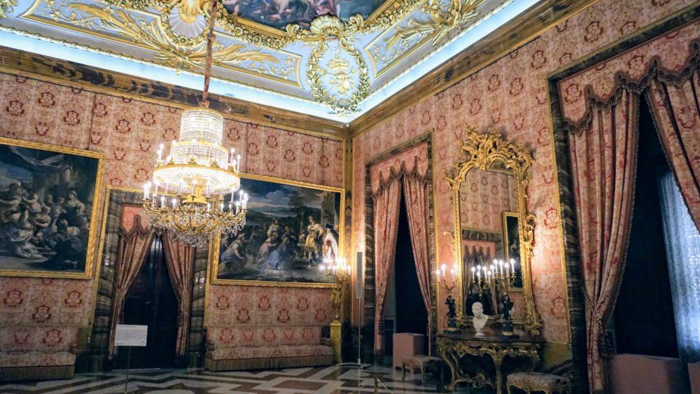 Uma das salas do Palácio Real de Madri